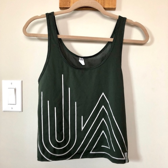 Under Armour Tops - Under Armour active shirt
